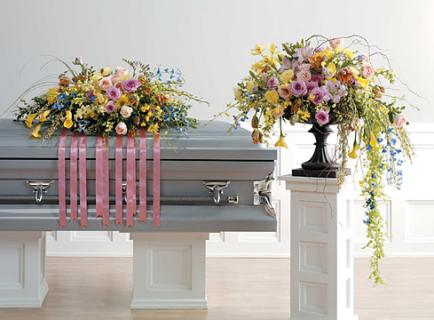 Flowing Casket Spray & Arrangement
